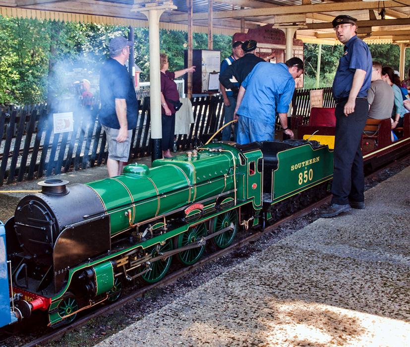 photoblog image Stapleford Park Miniature Railway 3/5